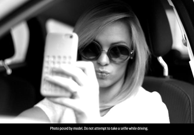 Ford-1-de-cada-4-jovenes-se-toma-una-selfie-mientras-maneja