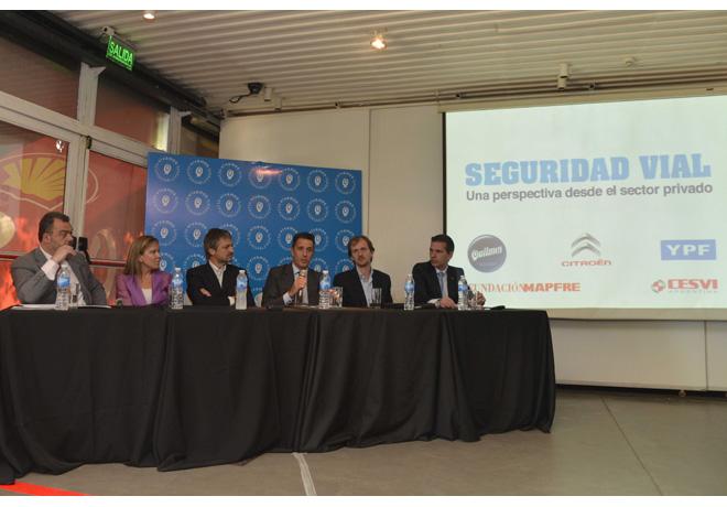 Los integrantes del panel de empresas reunidas por la seguridad vial en acción 1