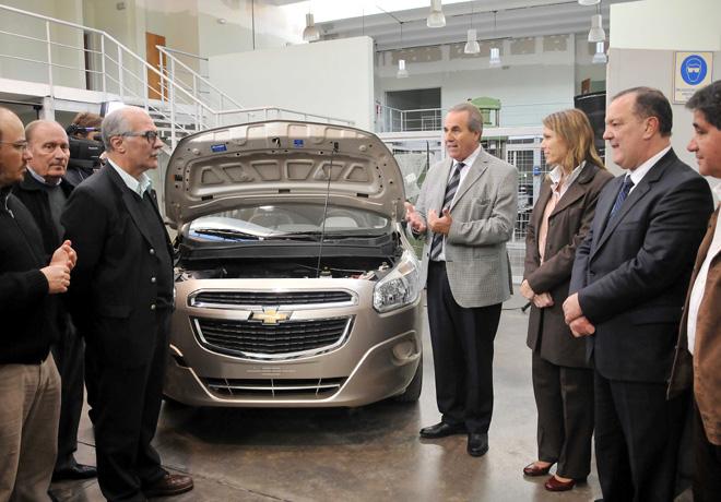 GM-Donacion-de-vehiculo-Chevrolet-en-la-ciudad-de-Bahia-Blanca