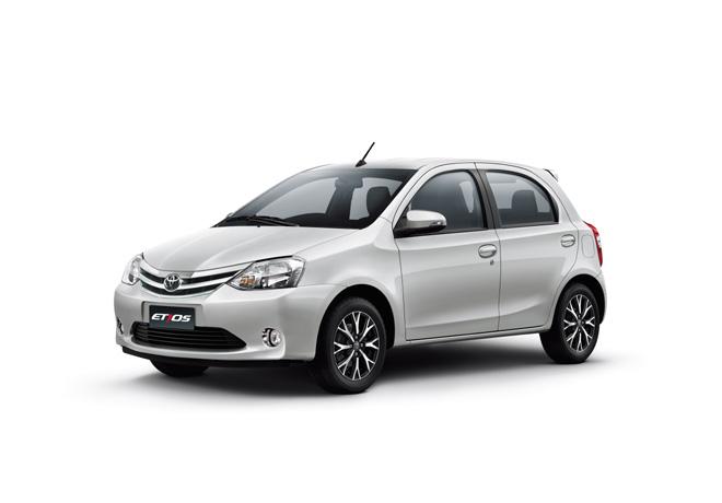 Toyota presenta Etios Platinum 2016