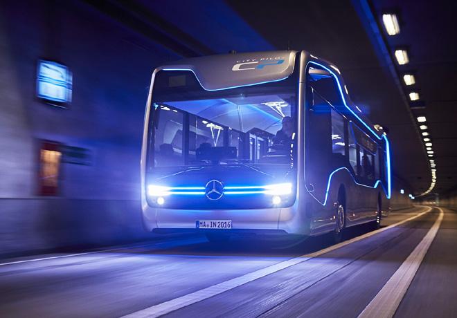 Mercedes-Benz ya tiene su bus de manejo autónomo