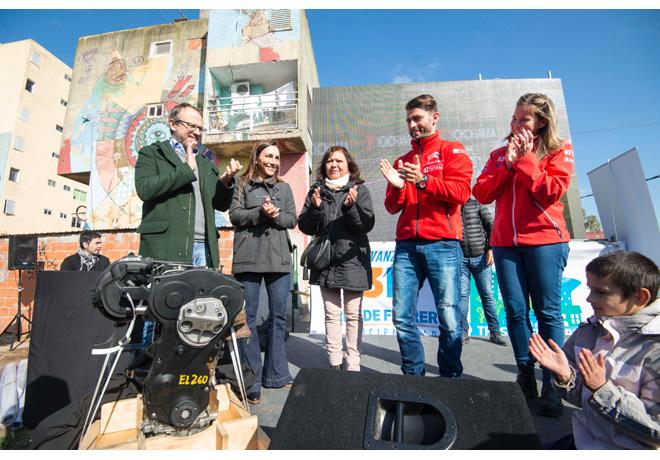 """El Grupo PSA Argentina, junto a la marca Citroën y """"Pechito"""" López, realizó la donación de un motor para una institución técnica de Fuerte Apache"""