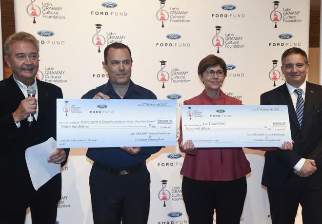 Ford-Motor-Company-Fund-y-la-Fundacion-Cultural-Latin-Grammy-apoyan-a-la-educacion-musical-en-Buenos-Aires-1