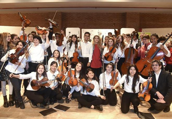 Ford-Motor-Company-Fund-y-la-Fundacion-Cultural-Latin-Grammy-apoyan-a-la-educacion-musical-en-Buenos-Aires-3