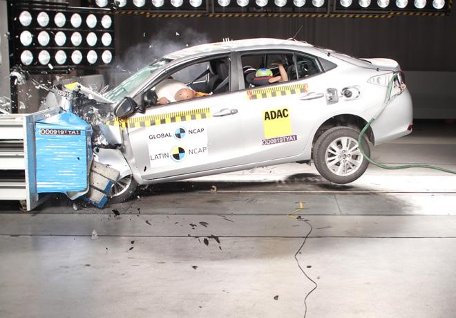 Latin NCAP - Toyota Yaris - con 2 Airbags