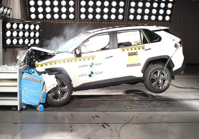 Últimos resultados de Latin NCAP: Toyota RAV4 deslumbra con cinco estrellas, mientras que Renault Kangoo obtiene resultado débil de tres estrellas.